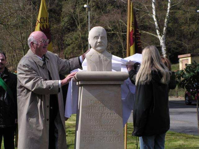 Theodor Hoffmann ein Denkmal gesetzt!